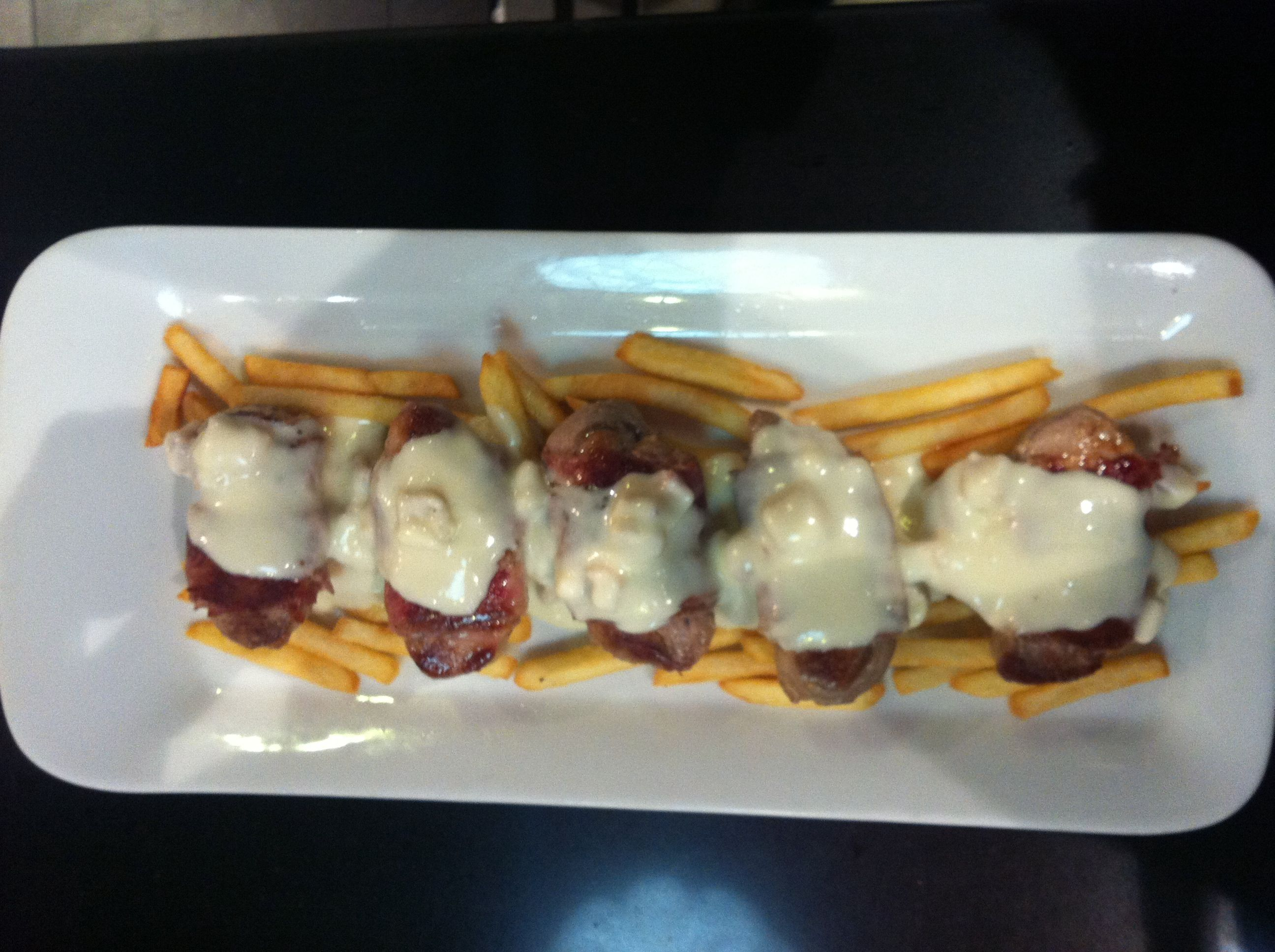ROLLITOS DE SOLOMILLO CON BACON